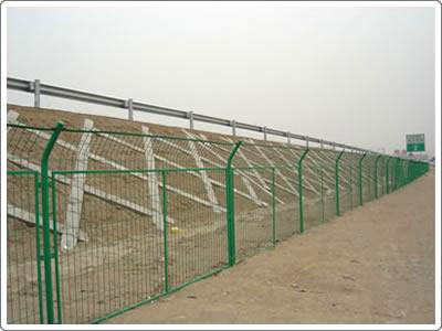 双边护栏网图片--2
