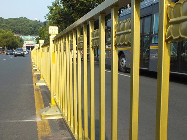 青海黄金护栏