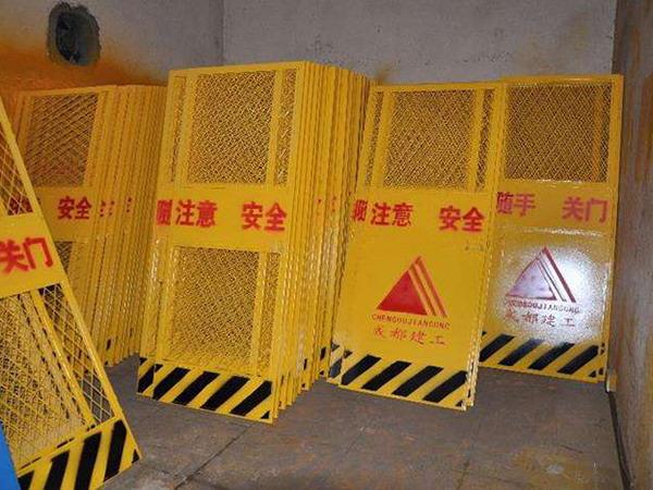 电梯防护门图片--2