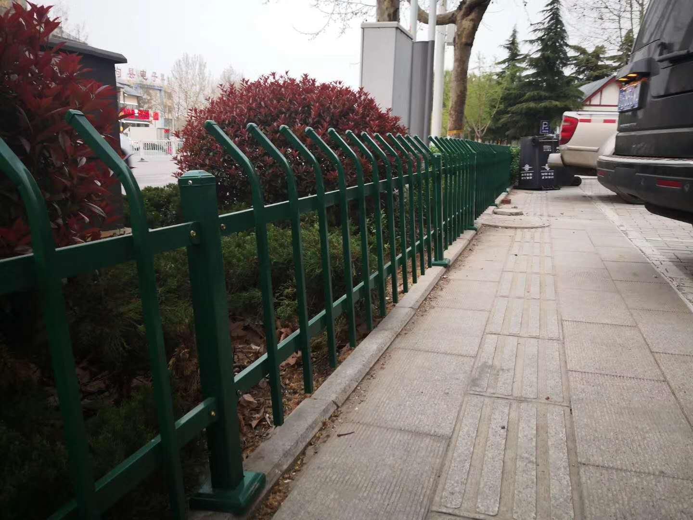 公园锌钢护栏图片--3