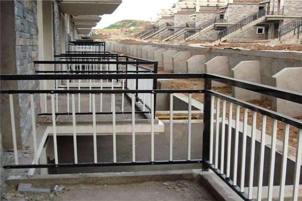 小区阳台护栏图片--2