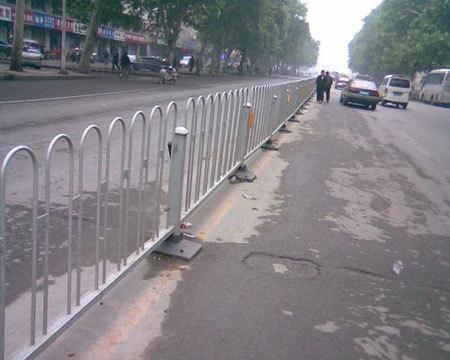 人行道隔离栏图片--3